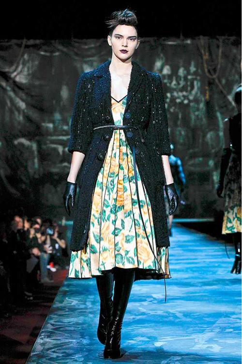 Người đẹp 19 tuổi liên tục góp mặt ở các show trình diễn trong các Tuần lễ thời trang đầu năm nay.