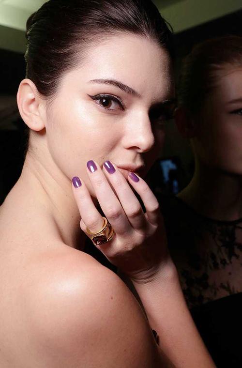 Cô khoe gương mặt xinh đẹp ở hậu trường show trình diễn của Oscar tại New York.