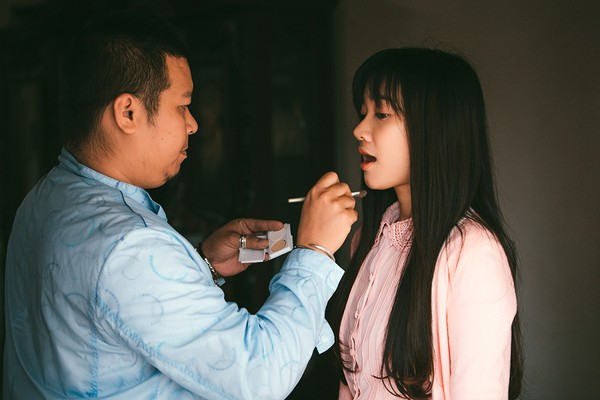 Trong bộ phim này, Nhã Phương xuất hiện với tạo hình mong manh, yếu đuối, là một cô gái trẻ mắc căn bệnh hiểm nghèo về da.
