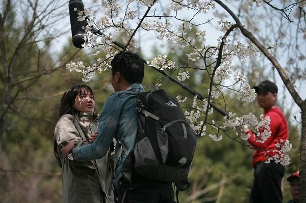 Nhã Phương và Quang Tuấn diễn xuất trong khung cảnh lãng mạn tại Nhật Bản.