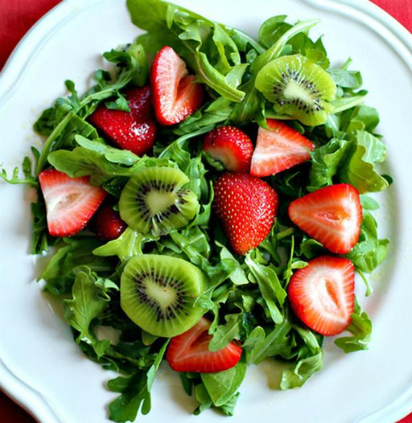 Salad hoa quả với Kiwi và dâu tây