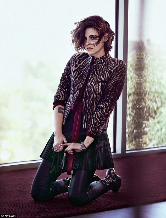 Những chiếc áo khoác của Chanel không chỉ thể hiện phong cách sang trọng mà còn có thể kết hợp được với phong cách cá tính.