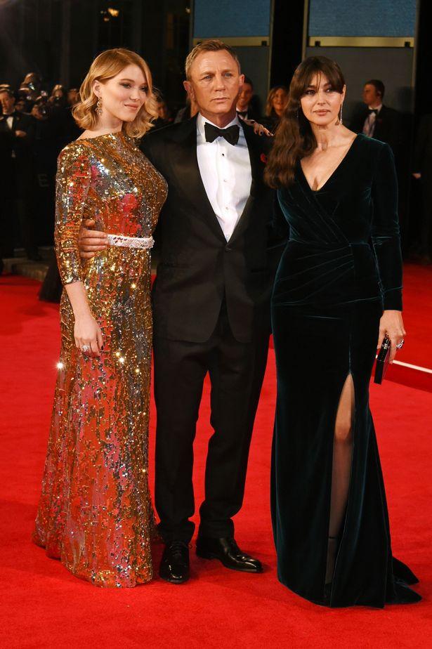 Buổi ra mắt bom tấn Spectre còn có sự góp mặt của dàn diễn viên chính toàn sao trong phim như Daniel Craig, Monica Bellucci, Léa Seydoux.
