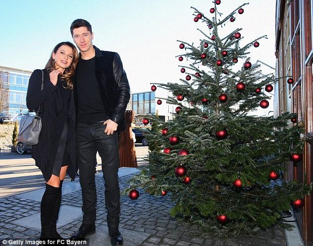 Cô vợ xinh đẹp Anna Stachurska e ấp bên ông xã Lewandowski.