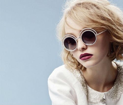 Lily trong chiến dịch quảng bá mắt kính Pearl.