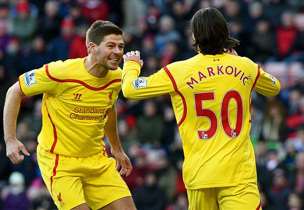 Thủ quân Gerrard (trái) rất có duyên với mành lưới Aston Villa.