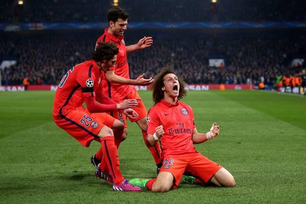 David Luiz (phải) và người bạn thân Thiago Silva xuất sắc lọt ĐHTB.