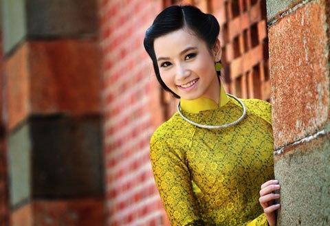Lương Thị Giang - cô Giang của bộ phim Hoa cỏ may 2 đảm nhiệm vai nữ nhân viên văn phòng xinh đẹp Băng Tâm
