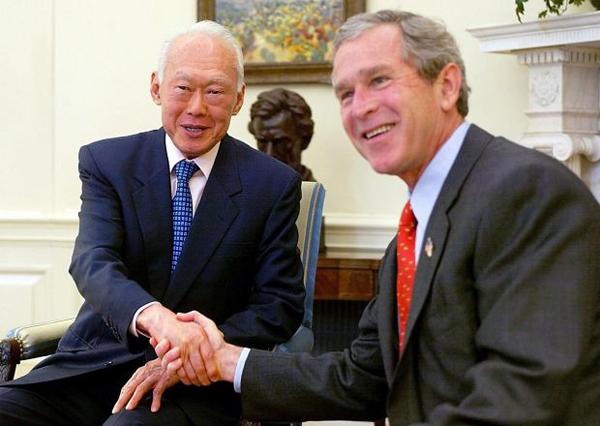 Cựu Tổng thống Mỹ - George Bush - coi ông Lý Quang Diệu là một người bạn.