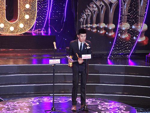 Noo Phước Thịnh trên sân khấu lễ trao giải Mai Vàng (Ảnh: Báo Người lao động)