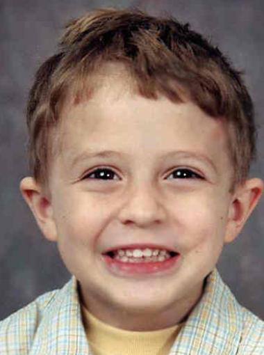 Julian khi bị mất tích vào năm 2002.