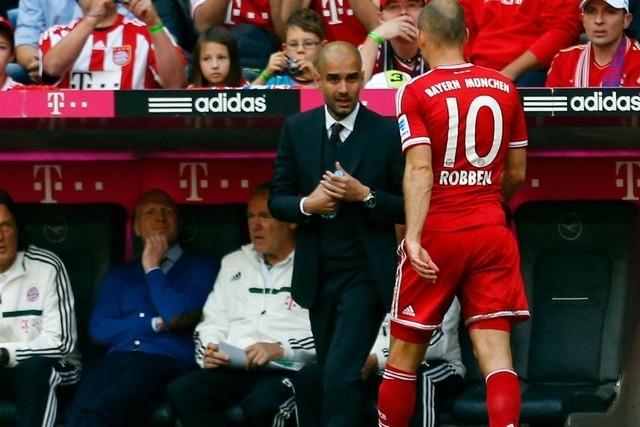 HLV Pep Guardiola chắc chắn sẽ không thể có sự phục vụ của Arjen Robben