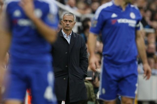 Sự kiên nhẫn của Roman Abramovich giành cho Jose Mourinho đã cạn kiệt