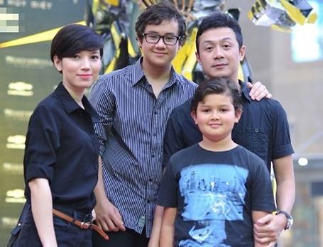 MC Anh Tuấn tự thấy mình may mắn khi người vợ hiện tại rất hợp và yêu quý hai con trai anh