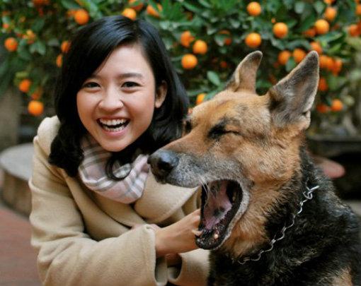 Trên trang cá nhân của mình, MC Thùy Dương thường đăng tải hình ảnh với nụ cười tươi tắn tự nhiên.