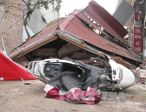 Ngôi nhà 3 tầng bị đổ sập hoàn toàn. Ảnh Dương Trí-TTXVN.