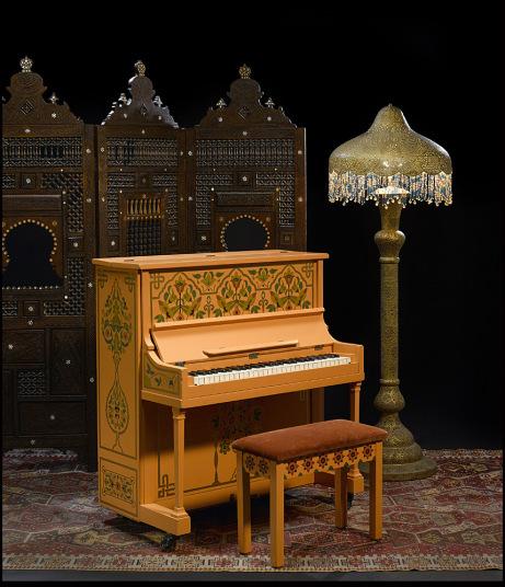 Chiếc đàn piano xuất hiện cùng Humphrey Boargt trong bộ phim kinh điển Casablanca năm 1942 được bán với cái giá cắt cổ 3.413.000 USD