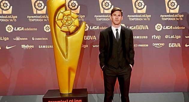Messi giành danh hiệu Tiền đạo hay nhất và đặc biệt là Cầu thủ hay nhất mùa giải 2014/15.