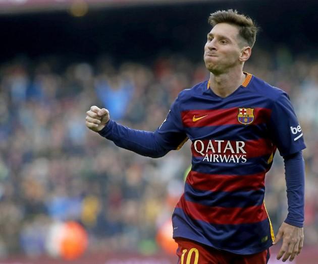Messi ăn mừng bàn mở tỉ số.