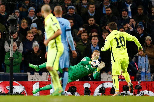 Messi đá hỏng quả phạt đền ở phút 90