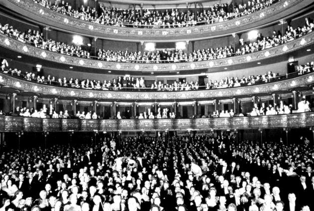 Nhà hát Opera thành phố New York khoảng năm 1956.