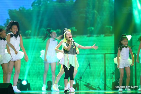 Minh Tuyết trình diễn ca khúc Cô Tấm ngày nay