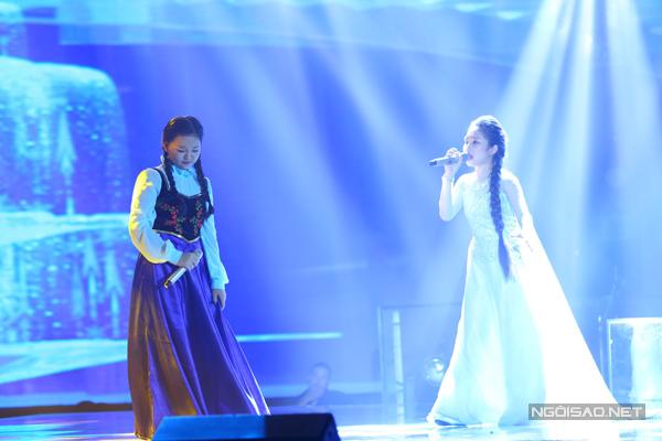 Hà Vy và Hạ Minh hóa thân thành 2 nàng công chúa với liên khúc nhạc phim Frozen