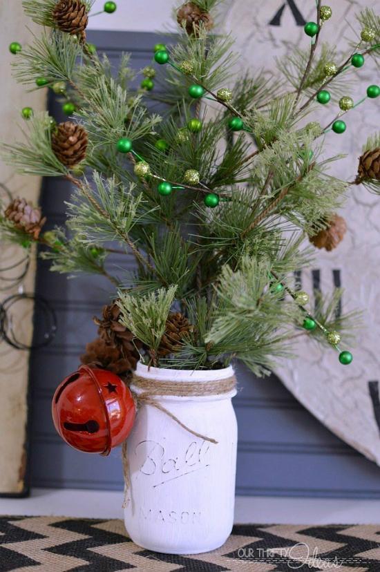 Bạn cũng có thể tái chế lọ kiểu này thành chậu cây trang trí trong nhà.
