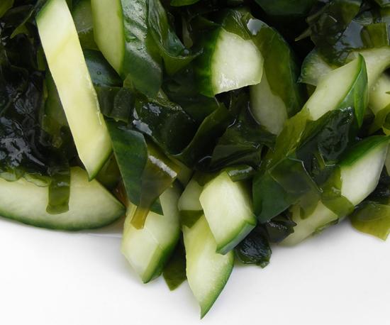 Hay món salad làm từ dưa chuột và rong biển cũng rất tốt cho sức khỏe, cung cấp sắt và một số loại dinh dưỡng cần thiết cho cơ thể.