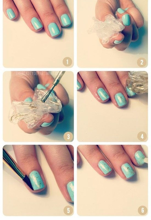 Sử dụng nilon, tạo ra màu sơn móng tay mới lạ.