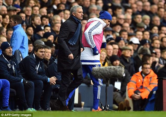 HLV Mourinho gặp nhiều rắc rối với các học trò cũng như không tìm ra giải pháp để giúp Chelsea thoát khỏi khủng hoảng.