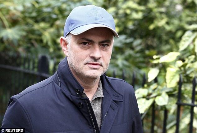 HLV Mourinho vẫn nán lại Anh quốc, phải chăng đang chờ dịp để tiếp tục dẫn dắt một đội bóng khác ở giải Ngoại hạng Anh?