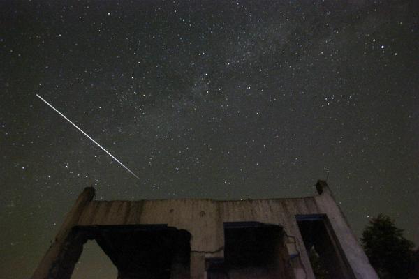 Mưa sao băng xuất hiện gần Tuzla, Bosnia (ảnh: AP)