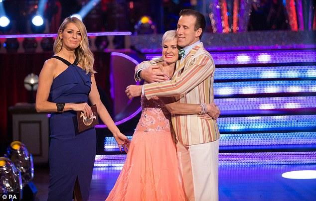 Bà cùng bạn nhảy Anton Du Bec trong một show truyền hình của BBC.