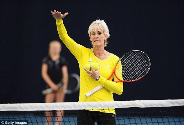 Bà Judy Murray sẽ cùng ĐT quần vợt nữ Anh quốc chuẩn bị cho Fed Cup thay vì tới xem con trai thi đấu.