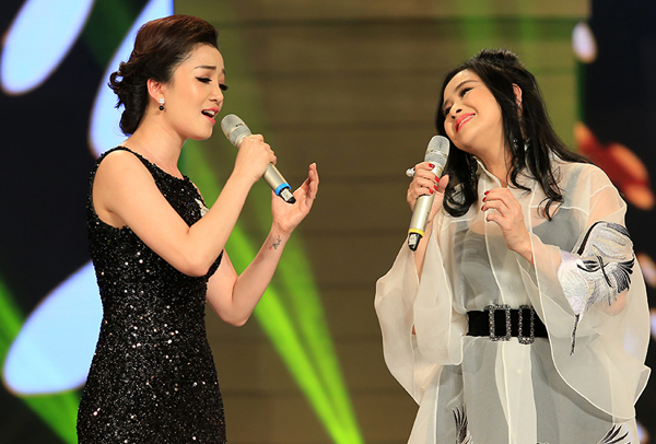 Ca khúc của nhạc sĩ Nguyễn Văn Tý lần đầu tiên được phối mới và chia dạng song ca nữ, khiến 2 ca sĩ hát mà như đối thoại cùng nhau.