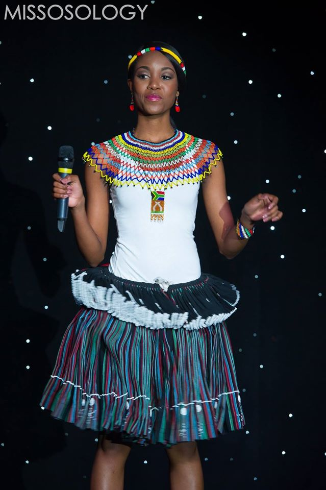 Bóng hồng Nam Phi trong trang phục dân tộc ấn tượng
