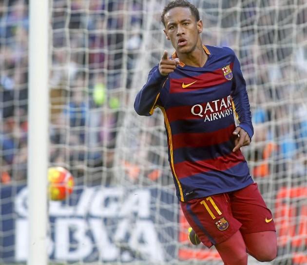 Neymar ghi bàn mở tỉ số.