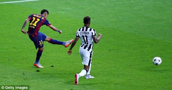 Neymar ấn định thắng lợi 3-1 sau pha phối hợp với Pedro - người vừa vào sân ít giây trước. Messi vẫn là người phát động tấn công trong pha bóng này.