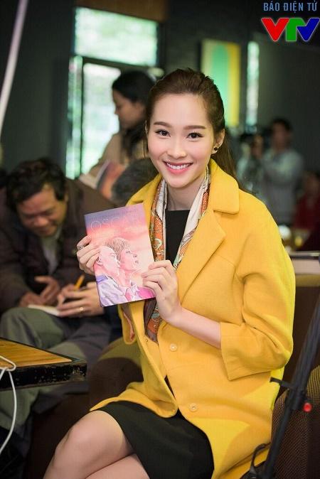 Hoa hậu Thu Thảo giới thiệu sách Oscar và bà áo hồng.