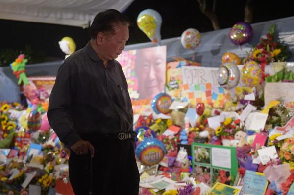 Lawrence Hee, 68 tuổi là một trong những người dân đầu tiên đến bệnh viện ngay khi ông Lý Quang Diệu qua đời.