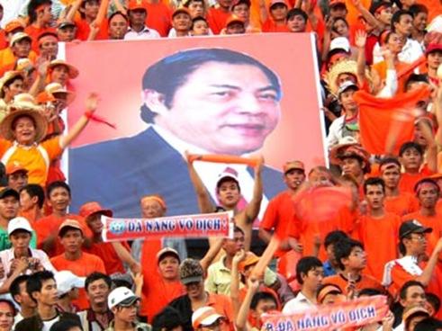 CĐV thành phố Đà Nẵng rất biết ơn những đóng góp của đồng chí Nguyễn Bá Thanh với bóng đá thành phố sông Hàn.