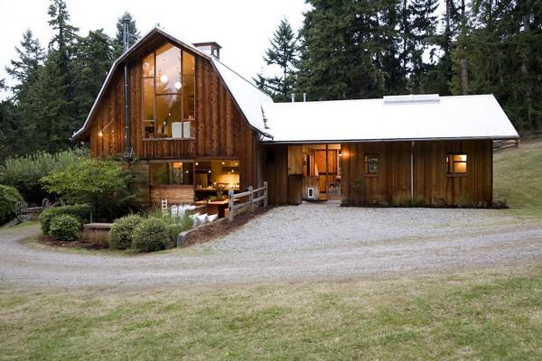 Ngôi nhà được sửa sang lại từ một nhà kho cũ ở nông trại.
