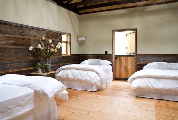 Từ kiến trúc đến đồ nội thất trong nhà chủ yếu đều bằng gỗ.