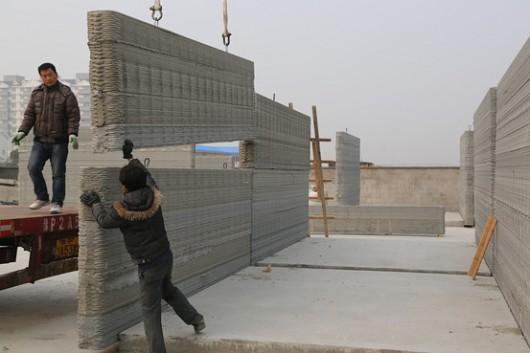 Các phần của bức tường được ghép lại với nhau sau khi in 3D