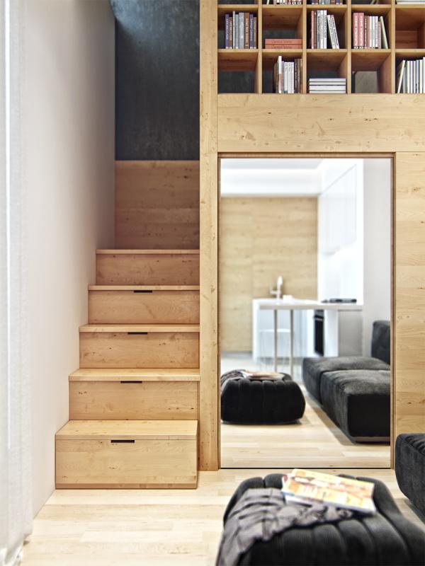 Cửa phòng làm việc được tận dụng làm gương soi.