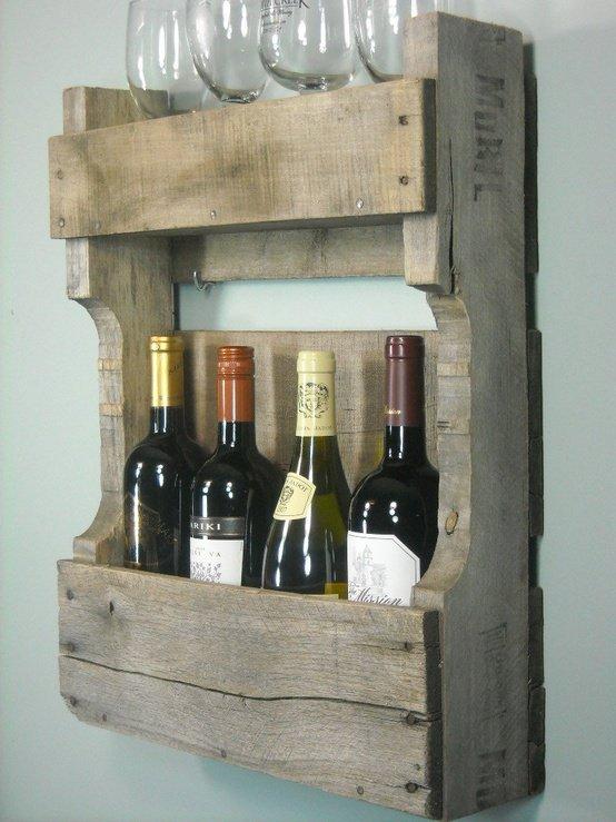 Giá để rượu bằng gỗ mộc mạc.