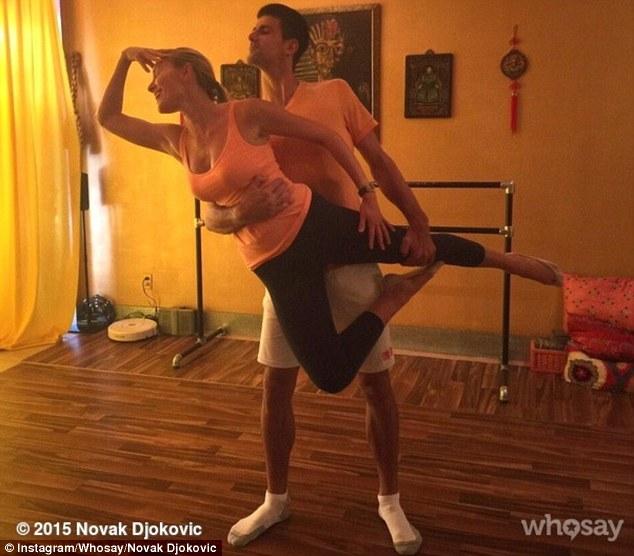 Bức ảnh Nole và Ristic trong tư thế múa ballet được đăng tải trên trang cá nhân của tay vợt số 1 thế giới.