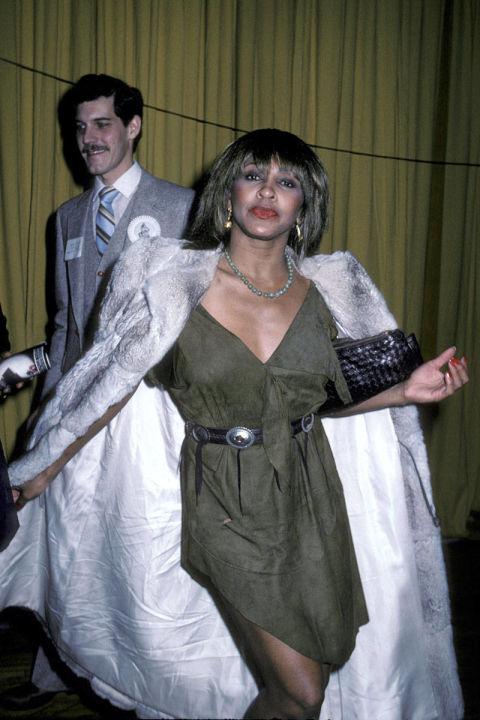 Tina Turner diện một bộ cánh nhàu nhĩ và thiếu thẩm mỹ