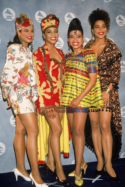 Nhóm En Vogue với bộ trang phục sặc sỡ và hoa lá